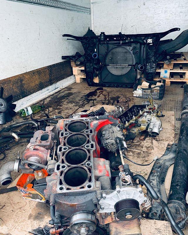 Очередная Газель Некст на ремонт двигателя Cummins ISF2.8. Официальный дилер разобрал мотор, но что-то пошло не так. Очень много автомобилей поступают на ремонт в нашу мастерскую именно в таком состоянии. Наши специалисты восстановят любой мотор, ну а про двигатели Cummins мы вообще знаем всё #hellmotor #mechmotor #механикамоторов #ремонтдвигателя #ремонтдвигателямосква #cummins #isf #isf28 #газель #газельдизель #газелькамминс #газелькамминз #газельнекст #газельбизнес